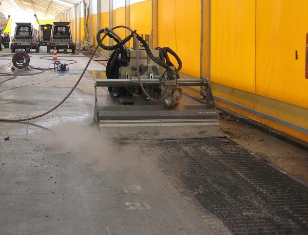 تخریب بتن با استفاده از ربات هیدرولیکی  واترجت