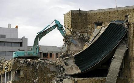 تخریب ساختمان به روش بالا به پایین(مکانیکی)