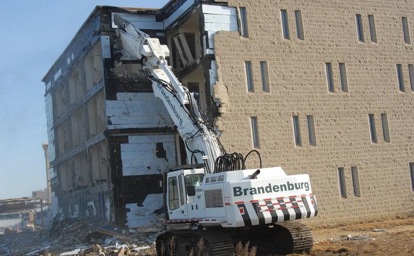تخریب ساختمان به روش مکانیکی